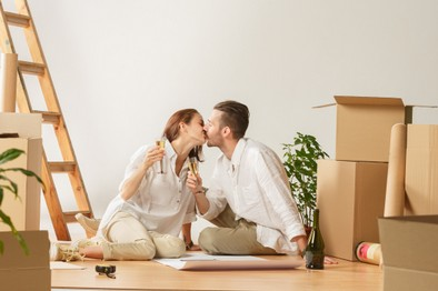 couple-moving-to-a-new-home-6AJZ7SQ.JPG